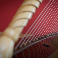 Romanische Harfe von Rainer Thurau - Photo: André Wagenzik