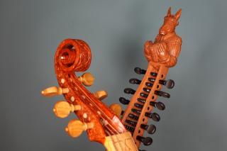 viol and bandora - Photo: Michael Dollendorf