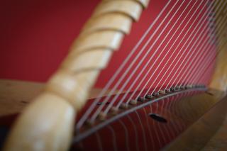 Romanesque Harp - Photo: André Wagenzik